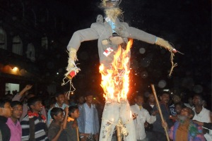 Angry villagers burn Dan Mowzena's effigy during general strike in Phulbari on 24 Nov 2012 . Photo credit: Mizanur Rahman