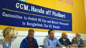 Activists take pledge to stand with Phulbari people. 26 August 2015. Photo credit: Rumana Hashem