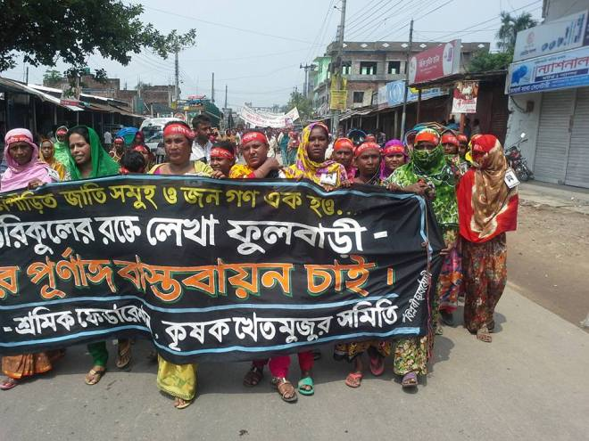 Families of the victims and women protesters march towards Shahid Minar in Phulbari to pay tribute. 26 August 2015. Photo: Anonymous