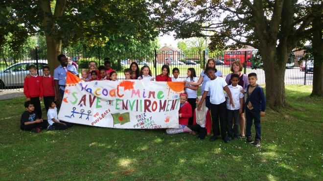 Pupils at Oxford's Rose Hill Primary School painted banner against open cast mine to express solidarity with Phulbari people . 18 June 2015. Photo: Andy Edwards